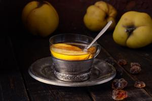 Herbata z pigwą. Jesienne źródło odporności [Fot. materiały prasowe]