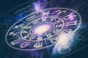 Horoskopy czytamy, ale im nie wierzymy [Fot. andriano_cz - Fotolia.com]