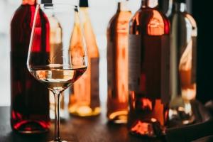 I nadmiar alkoholu, i abstynencja sprzyjają demencji? [Fot. Gregory Lee - Fotolia.com]