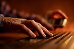 Im starszy komputer, tym więcej zużywa prądu [© Serg Myshkovsky - Fotolia.com]