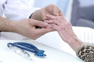 Indywidualne podejście do pacjenta ułatwia walkę z łuszczycą [© JPC-PROD - Fotolia.com]