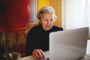 Internet: miejsce nie dla Seniorów [Fot. dusanpetkovic1 - Fotolia.com]