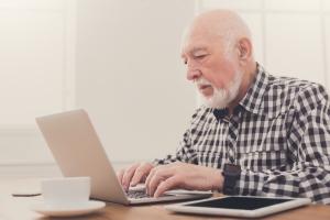 Internet oknem na świat dla starszych pokoleń [Fot. Prostock-studio - Fotolia.com]