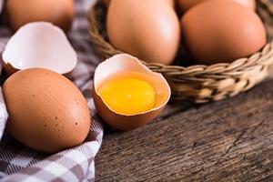 Jajka tylko od święta? Najwięcej jaj jedzą osoby starsze [© olllinka2 - Fotolia.com]