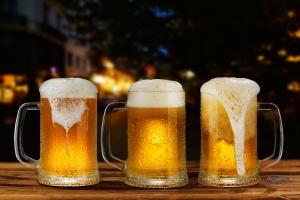 Jak alkohol niszczy mÃłzg - juÅź kilka piw tygodniowo wyrządza ci krzywdę [Fot. gornist - Fotolia.com]