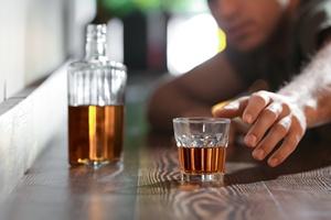 Jak alkohol sprzyja demencji [© Africa Studio - Fotolia.com]
