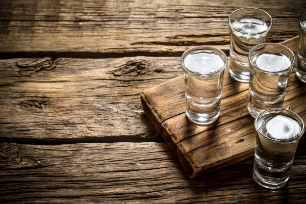Jak alkohol zwiększa ryzyko przedwczesnej śmierci [Fot. Artem Shadrin - Fotolia.com]