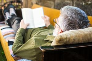 Jak bezpiecznie dla oczu czytać książki? [Fot. creativefamily - Fotolia.com]