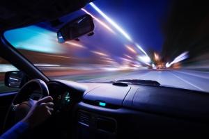 Jak bezpiecznie prowadzić samochód nocą? [Fot. Ivan Kurmyshov - Fotolia.com]