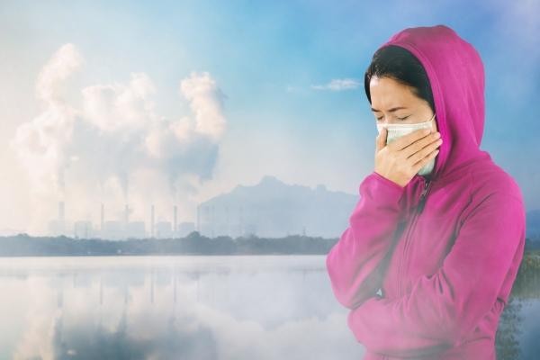 Jak chronić skórę przed smogiem? [Fot. nirutft - Fotolia.com]