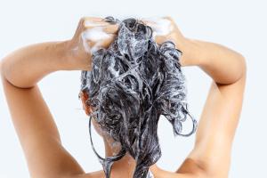 Jak często należy myć włosy [Fot. Cheangchai - Fotolia.com]