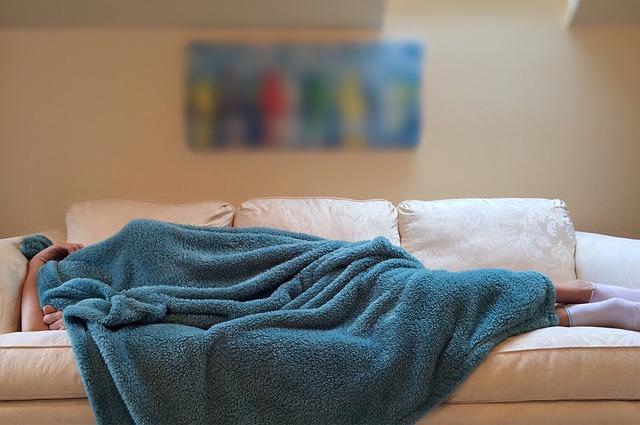 Jak długo trwają skutki niedosypiania? [fot. Wokandapix from Pixabay]
