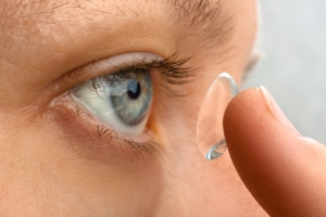 Jak dobrać soczewki kontaktowe [Fot. rodimovpavel - Fotolia.com]