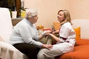 Jak dobrze wybrać opiekuna domowego? [© Miriam Dörr - Fotolia.com]