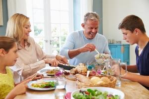 Jak jeść, żeby schudnąć? Regularnie [Fot. Monkey Business - Fotolia.com]