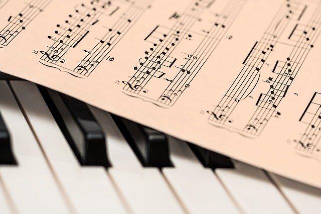 Jak muzyka wpływa na tętno [fot. Steve Buissinne from Pixabay]