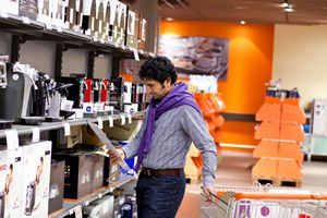 Jak nie dać się oszukać? Chwyty stosowane przez sprzedawców sprzętu elektronicznego [© sashahaltam - Fotolia.com]