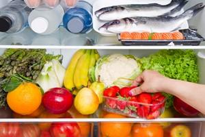 Jak odpowiednio przechowywać i przetwarzać żywność, aby jej nie marnować? [Lodówka, © Lsantilli - Fotolia.com]