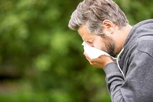 Jak odrÃłÅźnić alergię od przeziębienia? [©  Robert Kneschke - Fotolia.com]