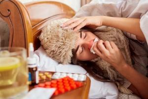 Jak osłabić objawy grypy [Fot. Studio Romantic - Fotolia.com]