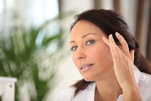 Jak pielęgnować delikatną skórę wokół oczu? [© auremar - Fotolia.com]