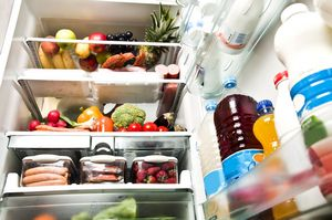 Jak przechowywać jedzenie w lodówce, by nie zachorować [©  fuzzbones - Fotolia.com]