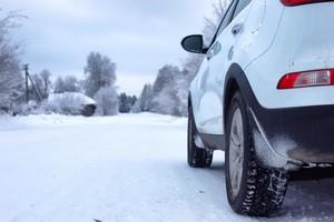 Jak przygotować samochód na zimowy wyjazd? [© alexkich - Fotolia.com]