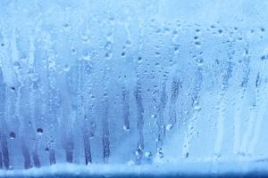 Jak radzić sobie zimą z zaparowanymi oknami? [Fot. Aleksandr - Fotolia.com]