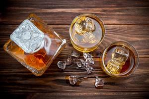 Jak rozsądnie pić alkohol? 8 ważnych wskazówek [Alkohol, © Serhiy Shullye - Fotolia.com]