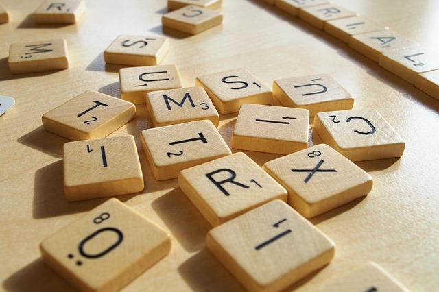 Jak słowa kształtują emocje [fot. Richard Innfield from Pixabay]