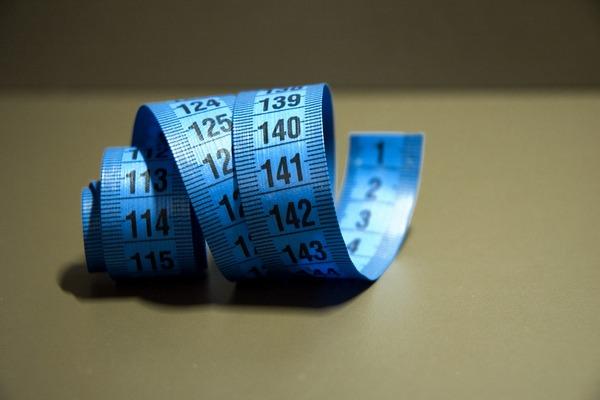 Jak spalać kalorie nie ćwicząc? Zobacz 7 sposobów [fot. lloorraa z Pixabay]