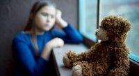 Jak stres w dzieciństwie zmienia gospodarkę hormonalną w dorosłym życiu