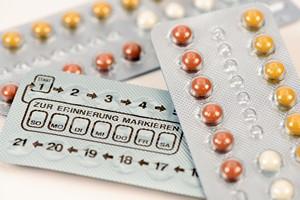 Jak tabletki hormonalne wp�ywaj� na wygl�d i zdrowie kobiety? [© Wolfilser - Fotolia.com]