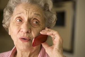 """Jak uchronić seniora przed """"fałszywym wnuczkiem"""" [© edbockstock - Fotolia.com]"""