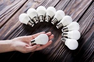 Jak właściwie dobrać oświetlenie, by zadbać o komfort oczu [Fot. Jivchik - Fotolia.com]