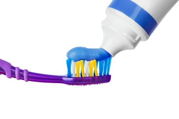 Jak wybór złej szczoteczki może wpłynąć na nasze zęby? [Fot. Nikolai Sorokin - Fotolia.com]
