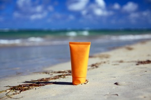 Jak wybrać dobry krem z filtrem? [© pavel Chernobrivets - Fotolia.com]