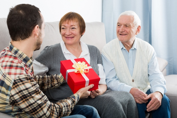 Jak wybrać świąteczny prezent dla seniora? [Fot. JackF - Fotolia.com]
