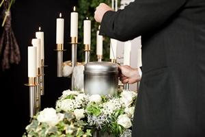 Jak wygląda pochówek z kremacją? [© Kzenon - Fotolia.com]