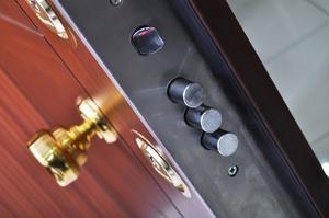 Jak zabezpieczy� mieszkanie podczas nieobecno�ci? [© serdarerenlere - Fotolia.com]