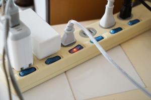 Jak zabezpieczyć sprzęt elektroniczny przed skutkami porywistego wiatru? [Fot. satoko* - Fotolia.com]