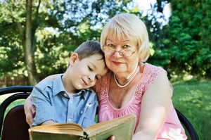 Jak zachęcić dziecko do nauki czytania - co robić, by wnuk zaczął czytać [© Tanya Rusanova - Fotolia.com]