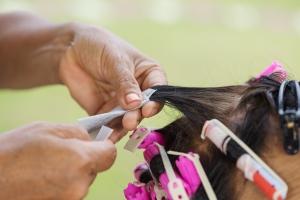 """Jak zadbać o włosy wiosną? Czas na wiosenne """"sprzątanie"""" głowy  [Fot. geargodz - Fotolia.com]"""