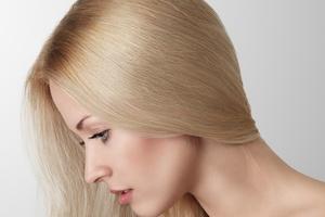 Jak zapuścić długie i zdrowe włosy? [© Avesun - Fotolia.com]