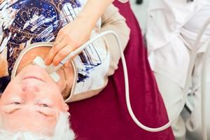 Jak zbadać szyję, by wykryć ewentualne problemy z tarczycą [©  Kzenon - Fotolia.com]