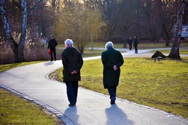 Jak zdrowo się starzeć? Trzeba w to wierzyć [fot. Manuel Alvarez from Pixabay]