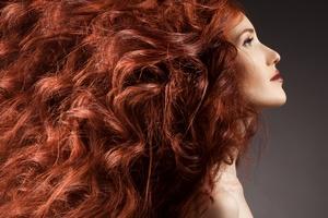 Jak zwiększyć objętość włosów? Potrzebny dobry lakier [© yuriyzhuravov - Fotolia.com]