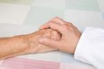 Jak żyć i opiekować się osobą chorą na chorobę Alzheimera [©  flashpics - Fotolia.com]