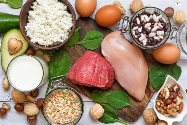 Jaka dieta odchudzająca dla seniora: mniej kaloryczna i zawierająca więcej białka [Fot. samael334 - Fotolia.com]