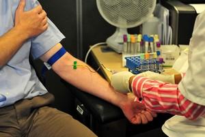 Jakie badania krwi zrobić po pięćdziesiątce? [fot. Badania krwi]